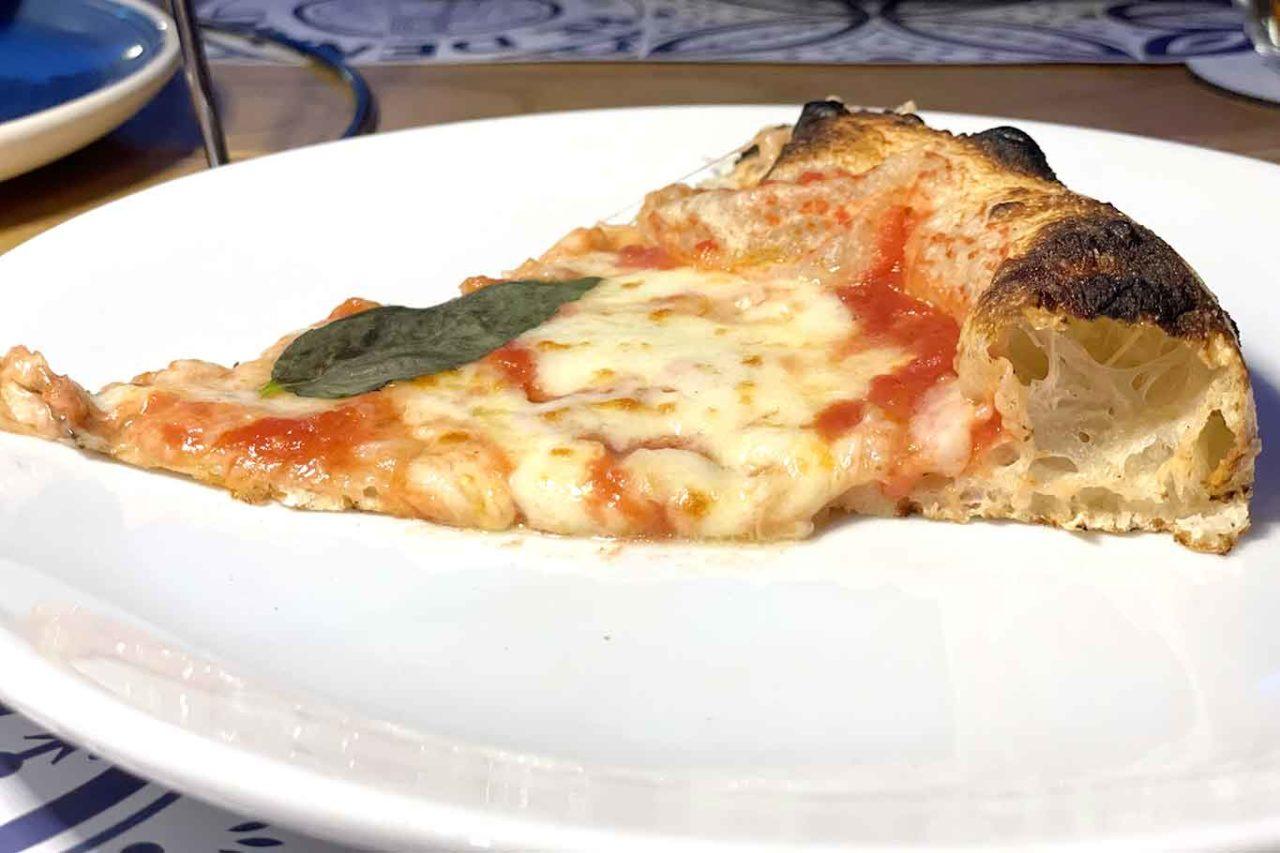 pizzeria Re Denari Salerno: spicchio pizza