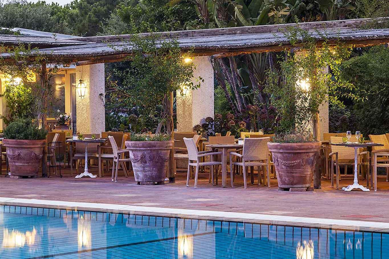 ristorante Il Corbezzolo Botania Relais Ischia tavoli piscina