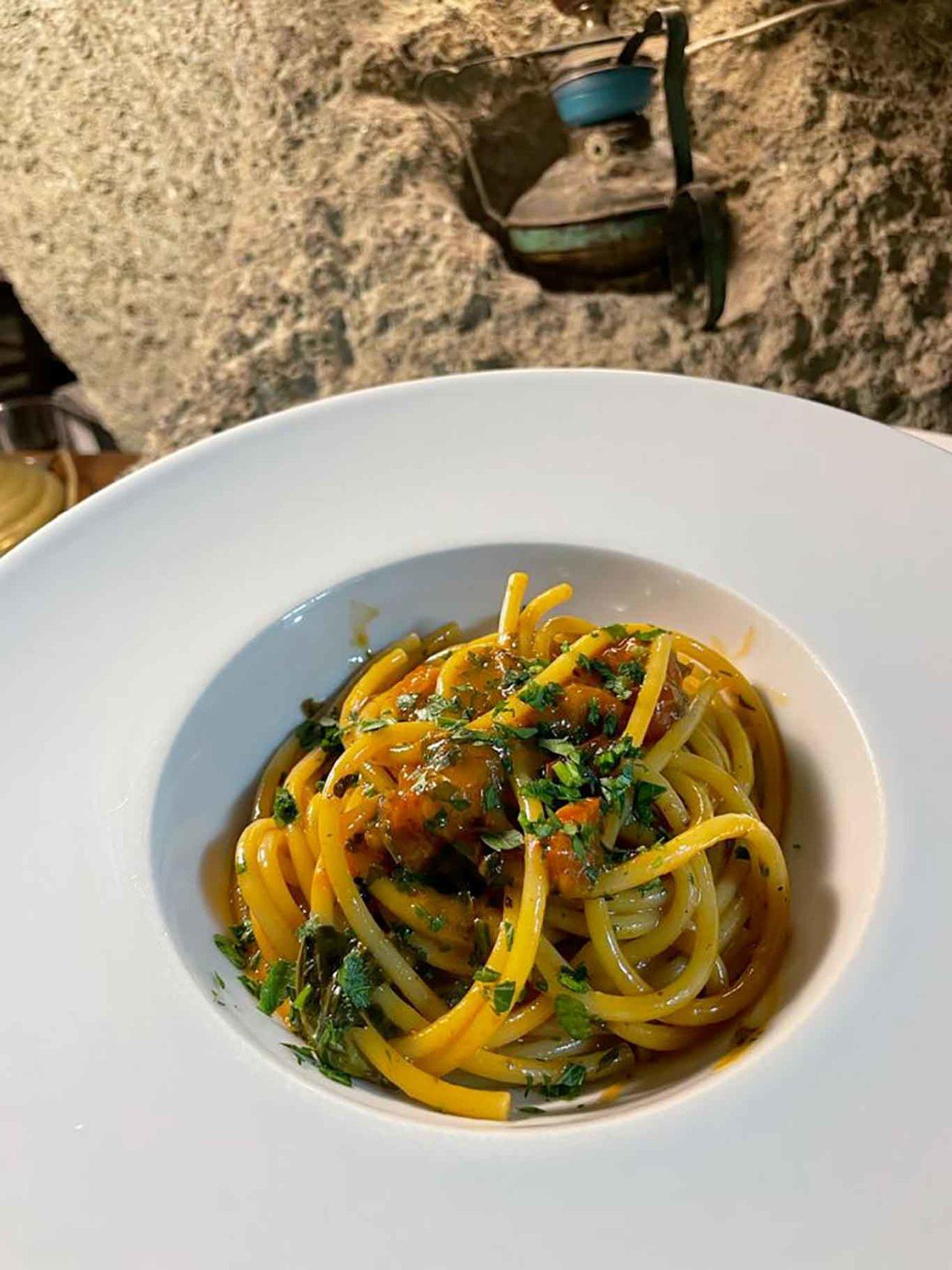 ristorante Montecorvo Forio Ischia bucatini al ragù di coniglio
