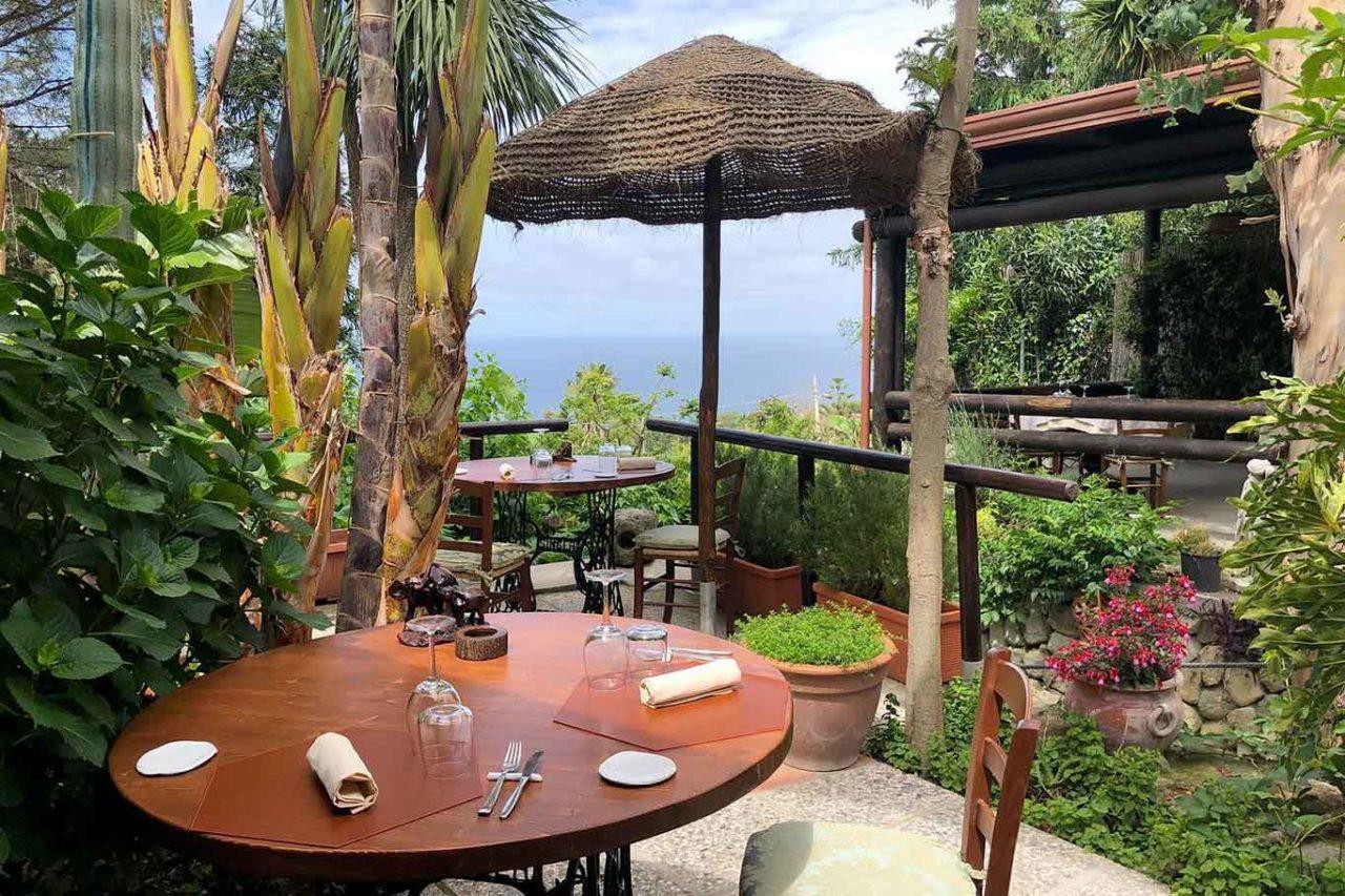 ristorante Montecorvo Forio Ischia tavolo