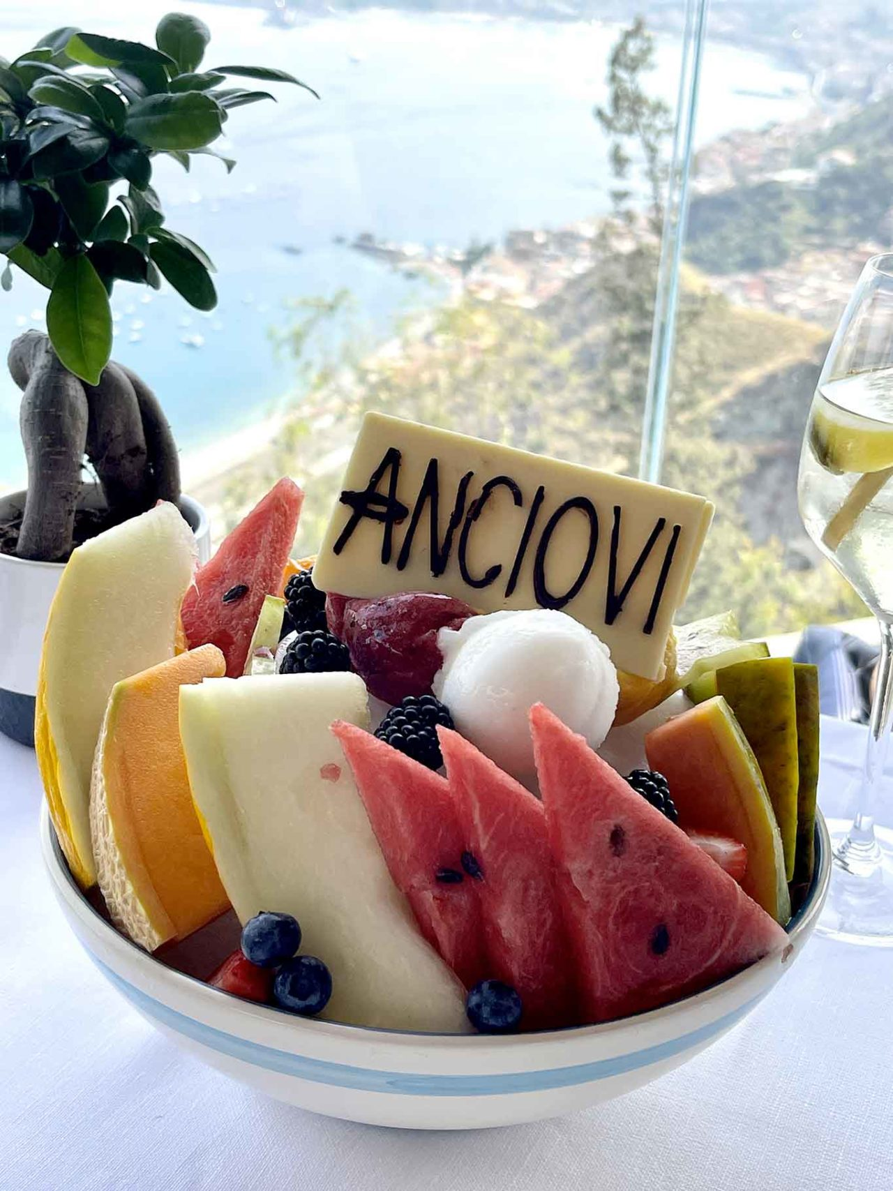 sorbetto e frutta a Taormina
