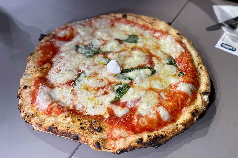 Gennaro Rapido pizzeria Milano A rot e carrett margherita