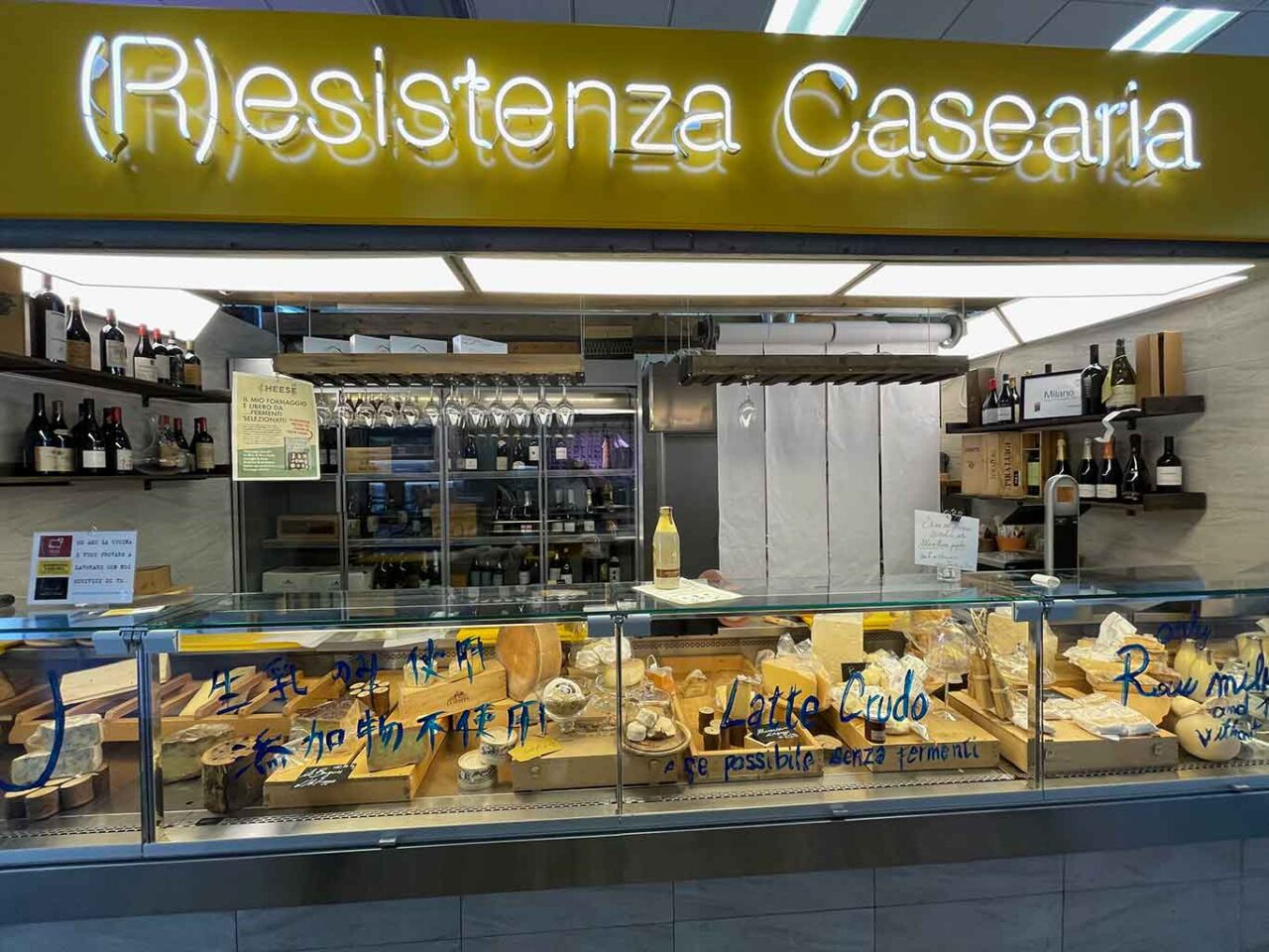 negozio di formaggi alla darsena