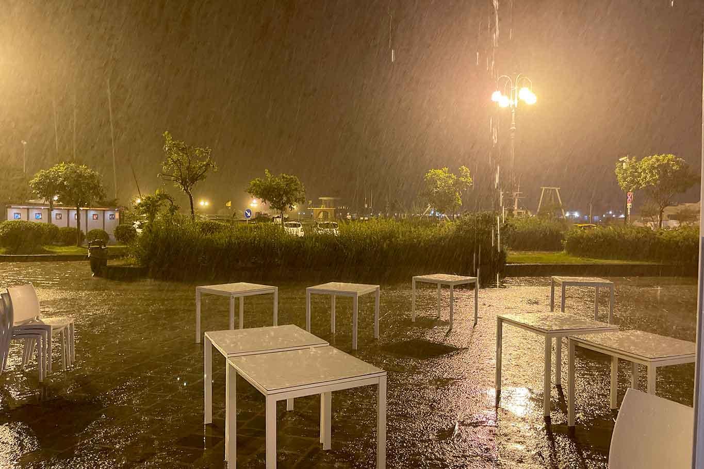 pioggia tavoli green pass ristorante