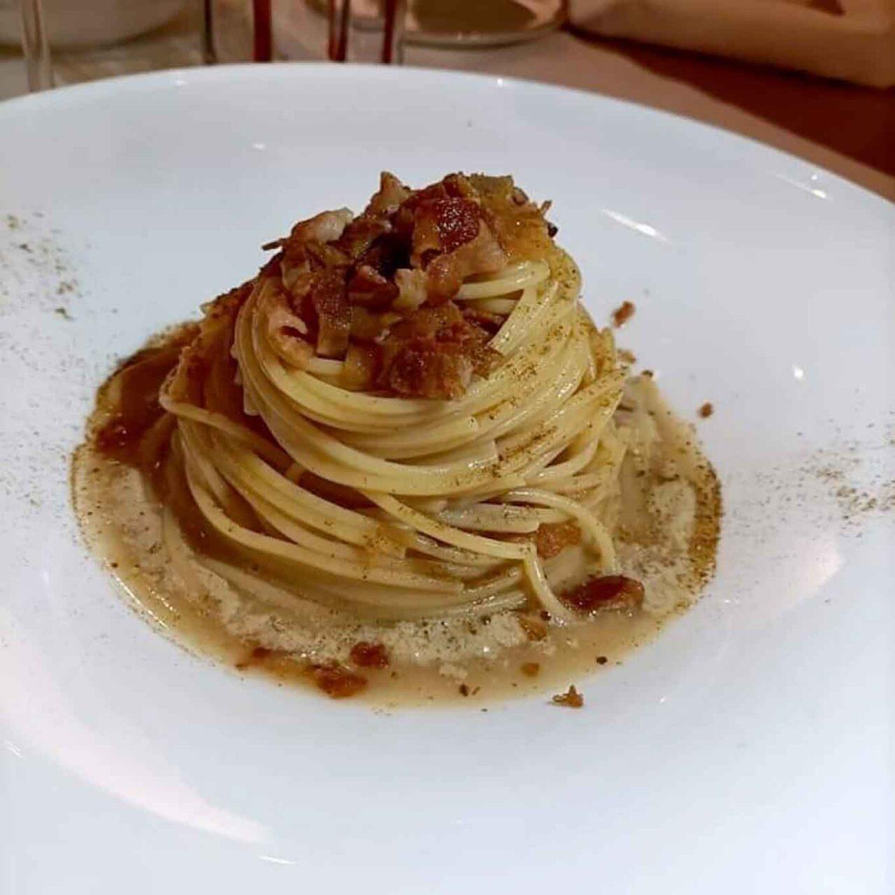 spaghettini all'amatriciana con funghi porcini