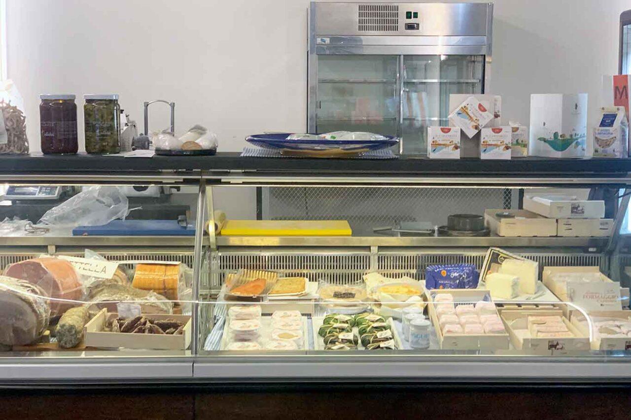 Degustazione ristoro e dispensa Milano bancone vendita