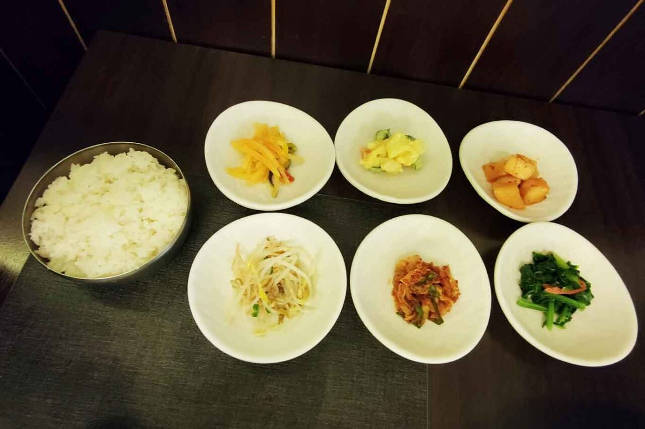 gainn misto di contorni al ristorante coreano Gainn a Roma